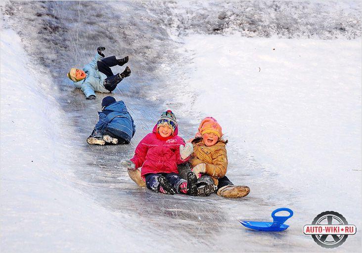 Видите, как весело детям на ледяных горках? Не оставайтесь в стороне!