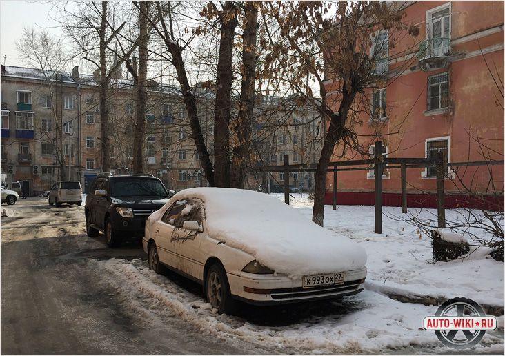 Автомобиль рядом с домом