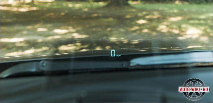 Прозрачная панель с показаниями спидометра