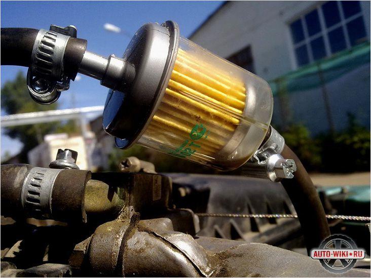 Обычный топливный фильтр в разрыв патрубков