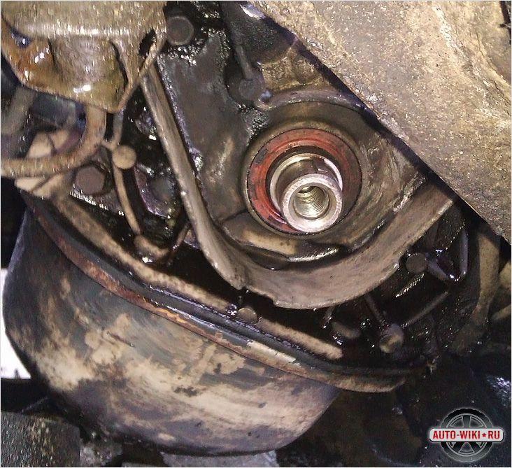 Фото №1 - как снять зубчатый шкив коленчатого вала ВАЗ 2110