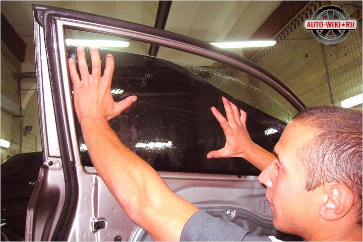 Как самому затонировать автомобиль видео