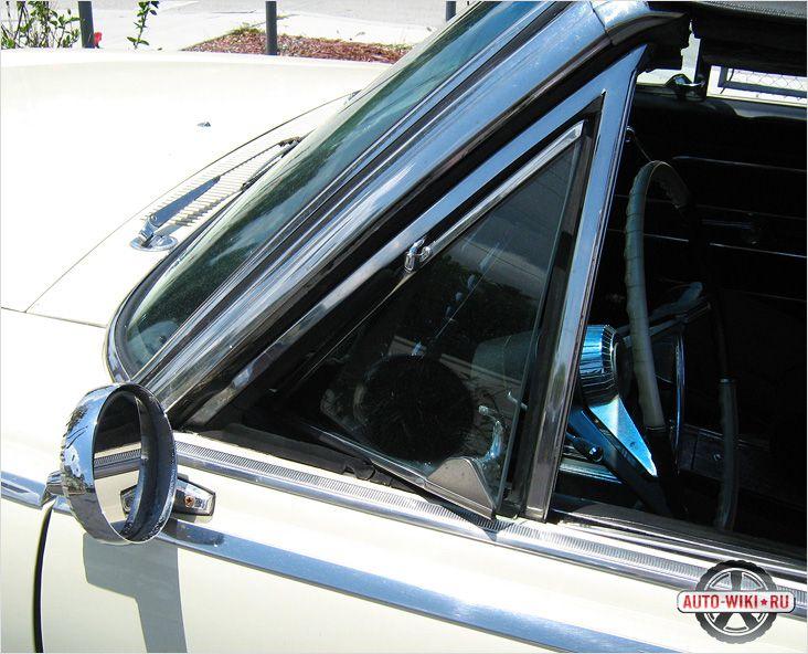 Открытое окно в автомобиле